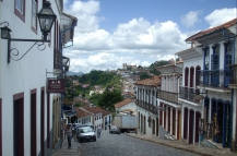 Un'altra direttrice nel centro di Ouro Preto